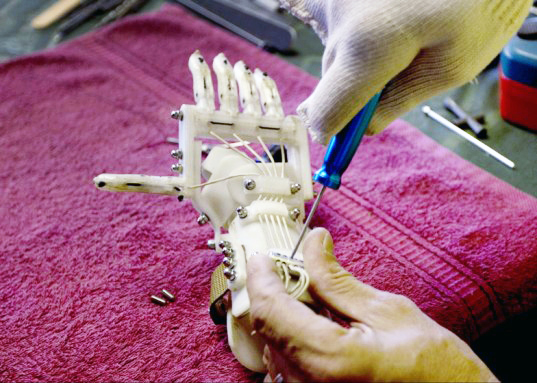 robohand-3d-printed-prosthetic-hand-2