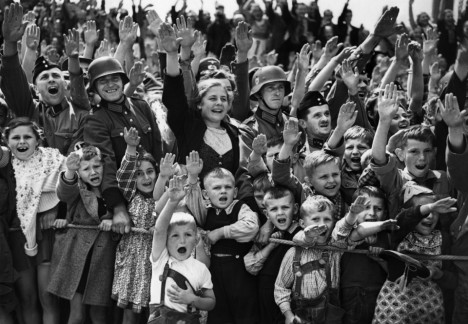A-crowd-of-women-children-and-soldiers-of-the-German-Wehrmacht-give-the-Nazi-salute-on-June-19-1940-at-an-unknown-location-in-Germany.-AP-Photo-960x665.jpg