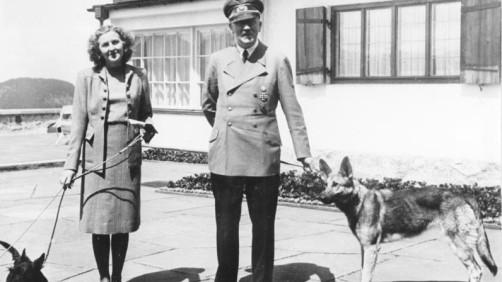 Bundesarchiv_B_145_Bild-F051673-0059_Adolf_Hitler_und_Eva_Braun_auf_dem_Berghof-e1396678427541.jpg
