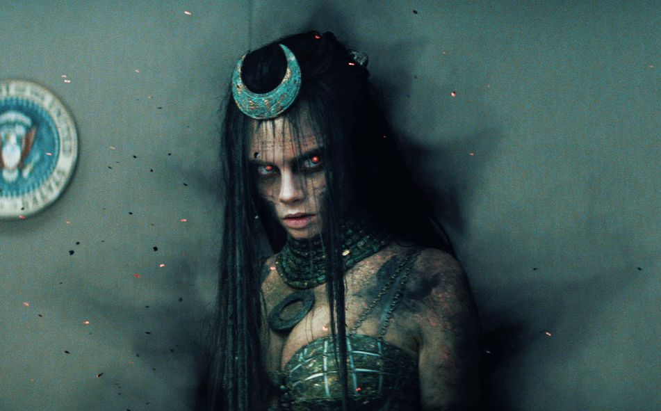 forget-joker-suicide-squad-trailer-reveals-enchantress-is-in-control-of-task-force-x-e-932278.jpg